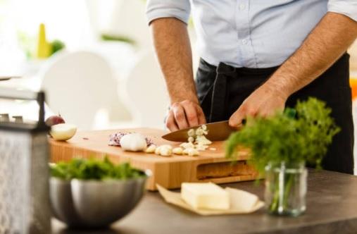 Úspěch kuchyně je ukryt zejména v kvalitním a správném noži. Který typ nože a kdy použít?