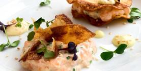 R. Krcho: Lososový tatarák s wasabi majonézou a sezamom, zemiakový chips